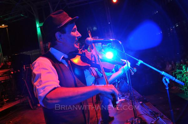 Brent Hoad Fiddles Around
